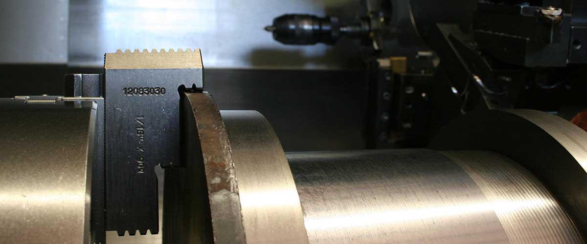 Un pezzo in produzione nel mandrino del torchio - Simo Torneria